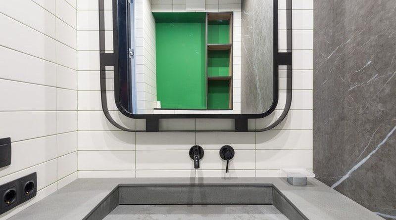specchio bagno con mensole