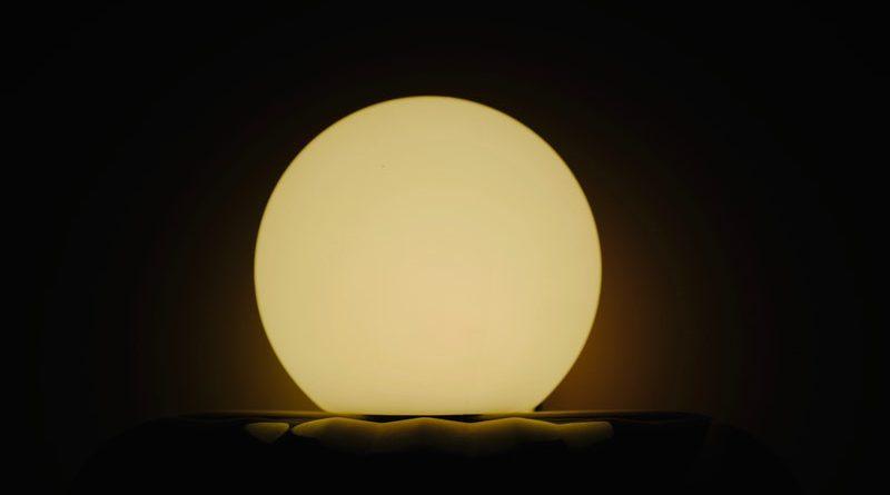 lampada a forma di luna